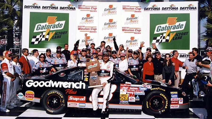 Dale Earnhardt en Victory Lane - Gatorade 125.